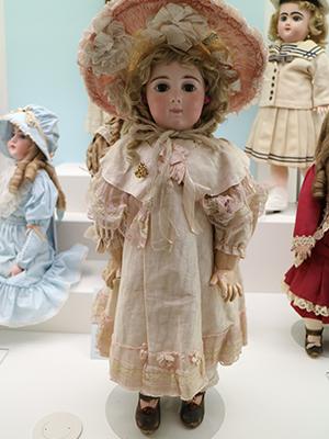 スライド画像-https://www.doll-museum.jp/wp-content/uploads/2016/04/gallery-img-06.png